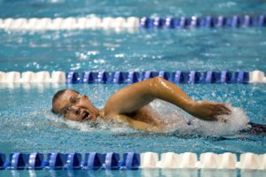 Swimmer with streamlined body position